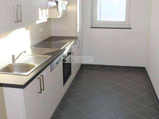 Küche mit Waschmaschinenansch